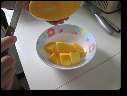 プーケットのマンゴーの剥き方6