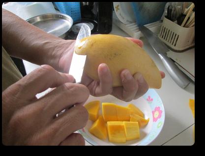 プーケットのマンゴーの剥き方7