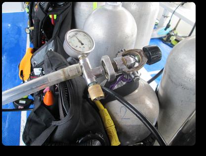 ツーケットの日帰りダイビングボートのタンク充填システム